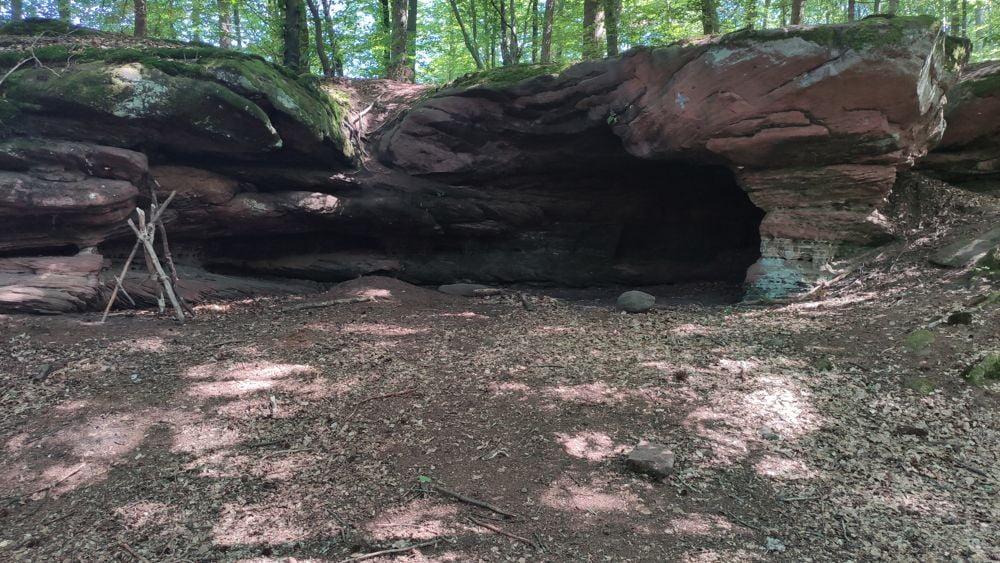Grotte dans le grès