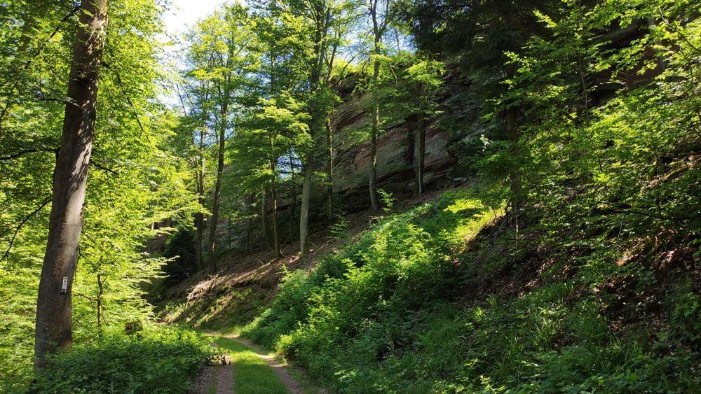 Le Erbsenfelsen percé d'un trou comme le Pont d'Arc ou l'Aiguille creuse